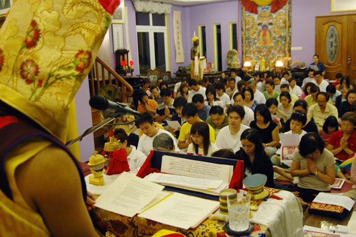 2005年薩姜在新加坡弘法