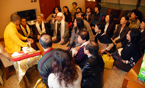 2007年薩姜弘法後接見大眾